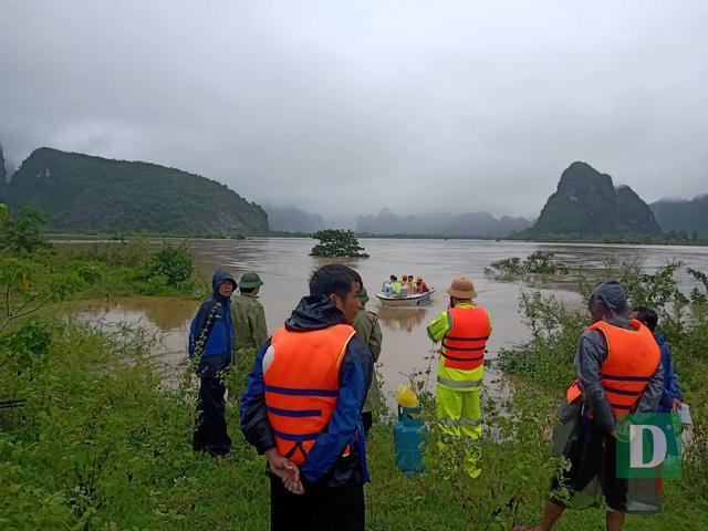 Nước lũ lên nhanh gây ngập, chia cắt nhiều nơi tại Quảng Bình - 10