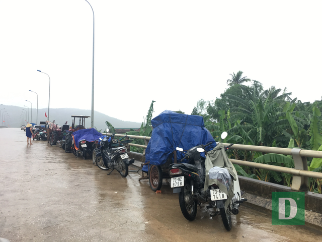 Nước lũ lên nhanh gây ngập, chia cắt nhiều nơi tại Quảng Bình - 15