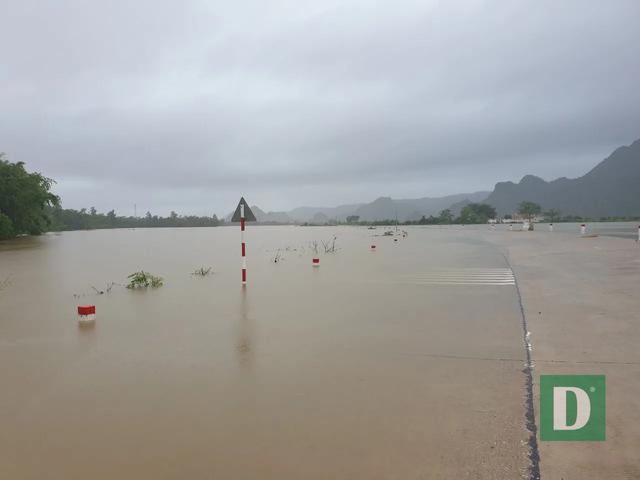 Nước lũ lên nhanh gây ngập, chia cắt nhiều nơi tại Quảng Bình - 18