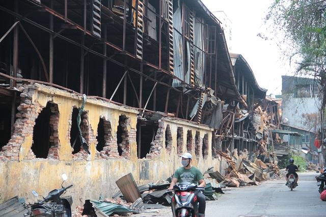 Vụ cháy Công ty Rạng Đông: Hiện trường vẫn ngổn ngang vật liệu nguy hiểm - 2
