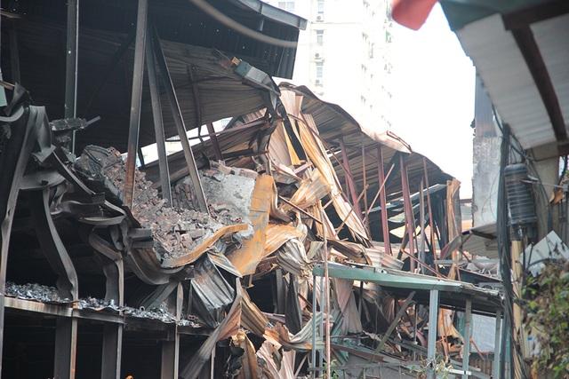 Vụ cháy Công ty Rạng Đông: Hiện trường vẫn ngổn ngang vật liệu nguy hiểm - 4