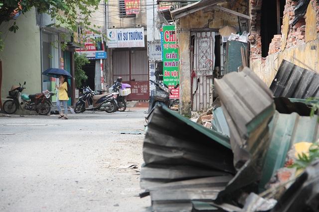 Vụ cháy Công ty Rạng Đông: Hiện trường vẫn ngổn ngang vật liệu nguy hiểm - 8