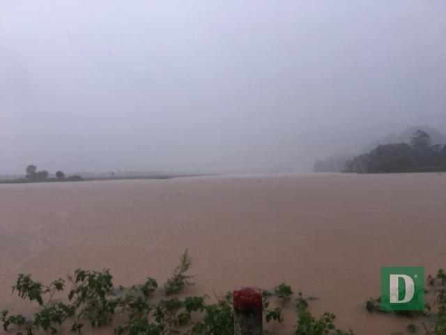 Nước lũ lên nhanh gây ngập, chia cắt nhiều nơi tại Quảng Bình - 12