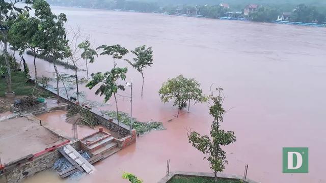 Nước lũ lên nhanh gây ngập, chia cắt nhiều nơi tại Quảng Bình - 8