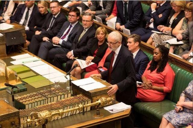 Thủ tướng Anh gặp thất bại đầu tiên, kêu gọi tổng tuyển cử - 2