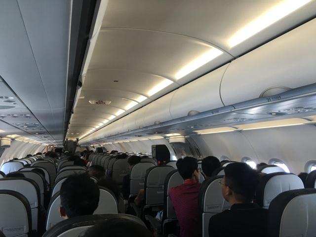 Bị phạt 8,5 triệu đồng vì sờ đùi khách nữ trên máy bay - 1