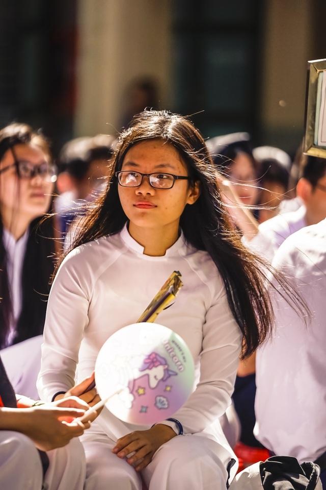 Nữ sinh ngôi trường già nhất Sài Gòn rạng rỡ trong ngày khai giảng - 8