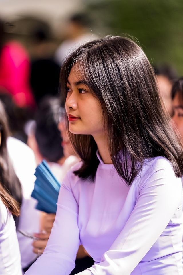 Nữ sinh ngôi trường già nhất Sài Gòn rạng rỡ trong ngày khai giảng - 1