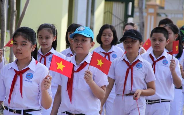 Học trò cả nước náo nức khai giảng năm học mới - 56