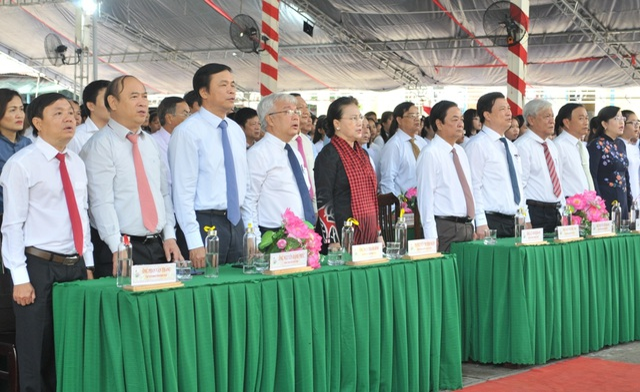 Chủ tịch Quốc hội Nguyễn Thị Kim Ngân dự khai giảng tại ngôi trường đạt chuẩn quốc gia đầu tiên ở miền Tây - 2