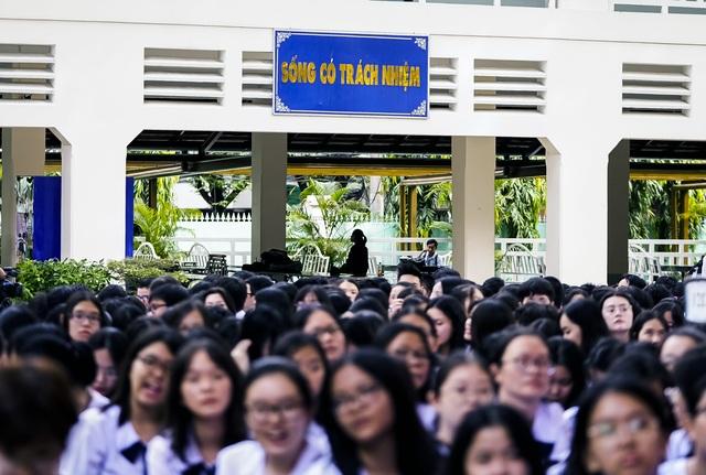 Nữ sinh ngôi trường già nhất Sài Gòn rạng rỡ trong ngày khai giảng - 11