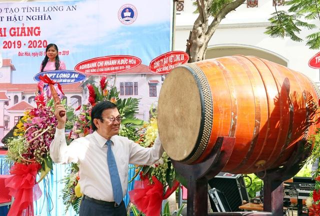 Nguyên Chủ tịch nước Trương Tấn Sang dự lễ khai giảng năm học mới ở Long An - 1