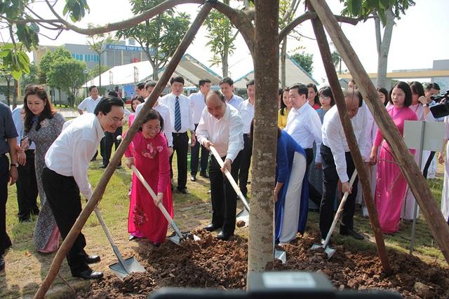 Thủ tướng Nguyễn Xuân Phúc: Dạy chữ đã quan trọng, dạy đức càng quan trọng hơn - 8