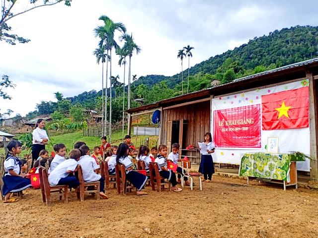 Học sinh miền núi Quảng Nam trong kễ khai giảng