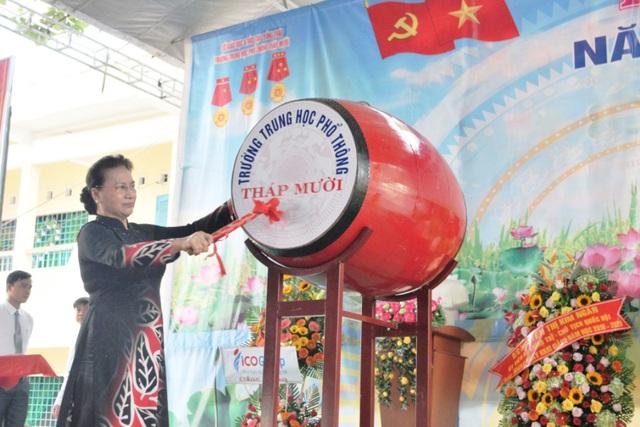 Chủ tịch Quốc hội Nguyễn Thị Kim Ngân dự khai giảng tại ngôi trường đạt chuẩn quốc gia đầu tiên ở miền Tây - 4