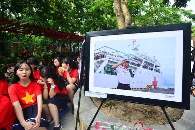 Bản đồ Việt Nam in dấu vân tay của 2.000 học sinh gây ấn tượng trong lễ khai giảng - 5