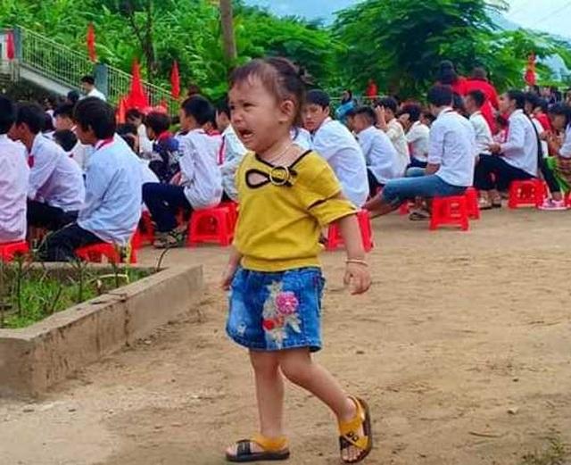Đáng yêu trẻ vùng cao trong ngày khai giảng năm học mới - 11
