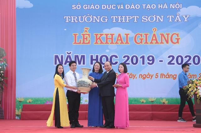 Thủ tướng Nguyễn Xuân Phúc: Dạy chữ đã quan trọng, dạy đức càng quan trọng hơn - 7