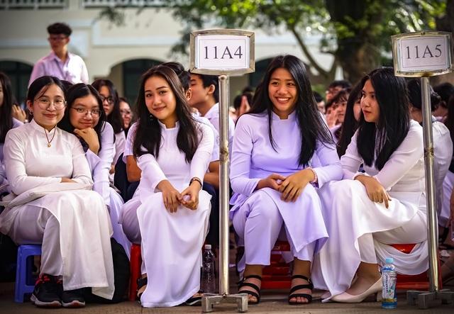 Nữ sinh ngôi trường già nhất Sài Gòn rạng rỡ trong ngày khai giảng - 7