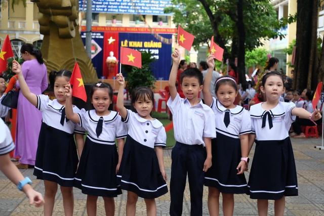 Học trò cả nước náo nức khai giảng năm học mới - 52