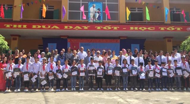 Phú Thọ: Đại sứ Nguyễn Nguyệt Nga cùng đoàn công tác tặng 1,1 tỉ đồng xây trường học - 4