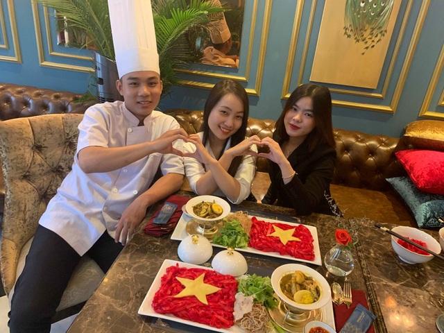 Độc đáo tô mì Quảng hình cờ đỏ sao vàng cổ vũ đội tuyển Việt Nam - 2