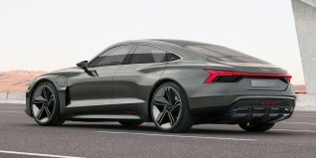Audi dàn trận xe chạy điện - 2