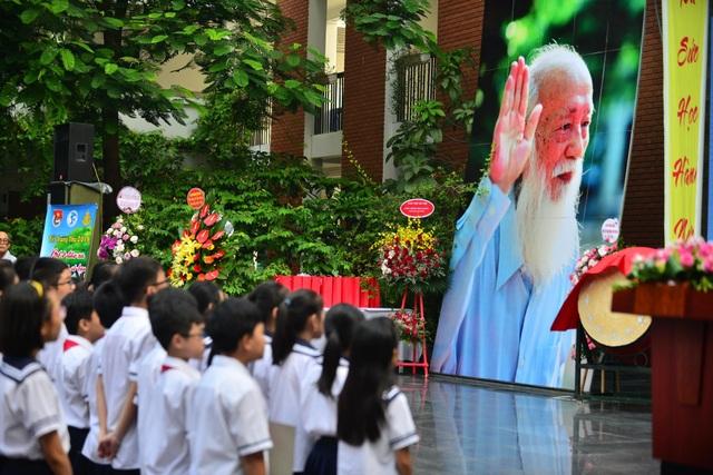 Bản đồ Việt Nam in dấu vân tay của 2.000 học sinh gây ấn tượng trong lễ khai giảng - 8
