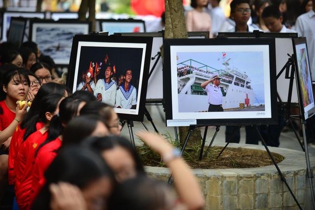 Bản đồ Việt Nam in dấu vân tay của 2.000 học sinh gây ấn tượng trong lễ khai giảng - 4
