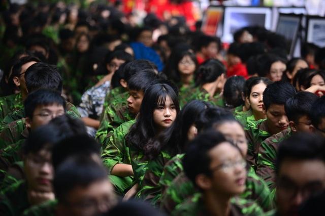 Bản đồ Việt Nam in dấu vân tay của 2.000 học sinh gây ấn tượng trong lễ khai giảng - 7