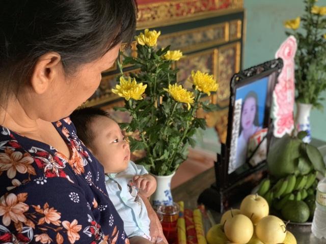 Con dâu tử vong trong vụ thảm án tại Hà Nội: Bé hơn tháng tuổi khóc ngất khát sữa! - 1