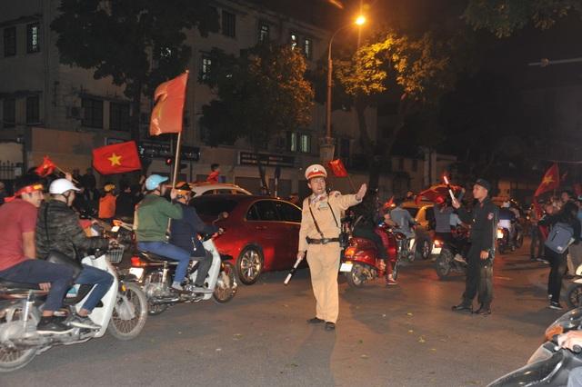 Huy động cảnh sát chống đua xe, ghi hình vi phạm sau trận Việt Nam - Thái Lan - 1