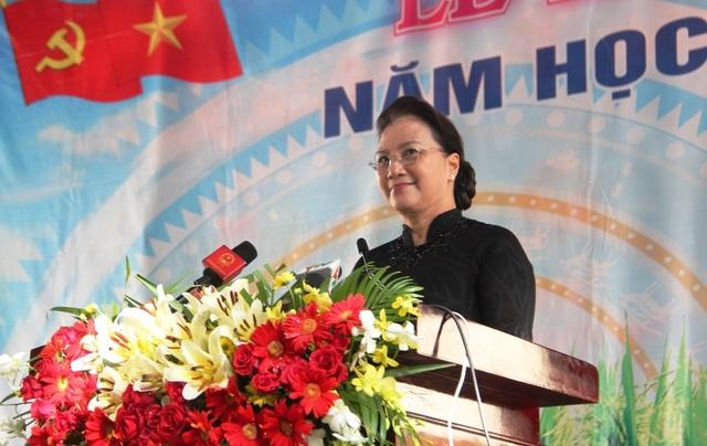 Chủ tịch Quốc hội Nguyễn Thị Kim Ngân dự khai giảng tại ngôi trường đạt chuẩn quốc gia đầu tiên ở miền Tây - 3