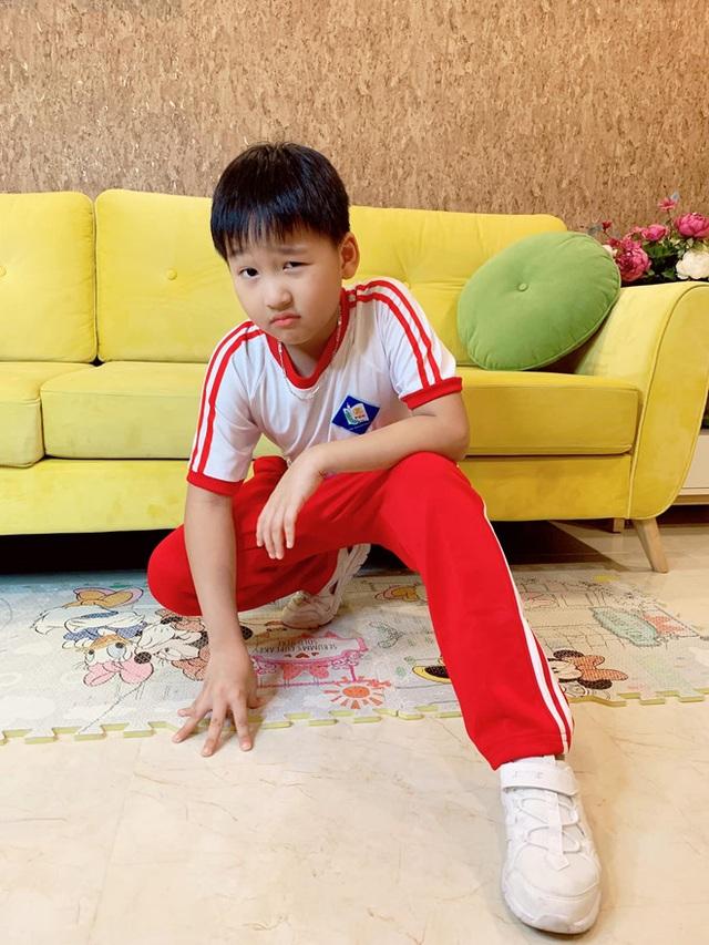 Sao Việt đưa con đến trường ngày khai giảng - 6