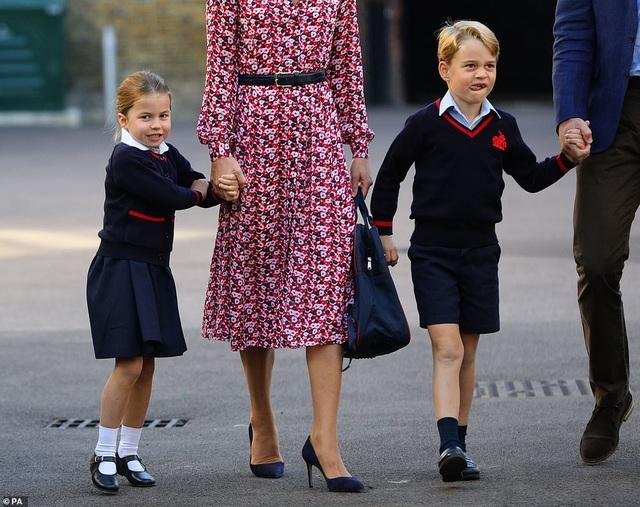 Ngày đầu tiên đi học của Công chúa Anh - 2
