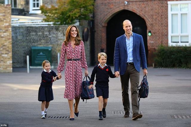 Ngày đầu tiên đi học của Công chúa Anh - 5