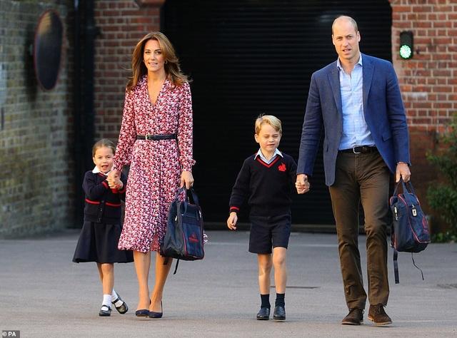 Ngày đầu tiên đi học của Công chúa Anh - 1