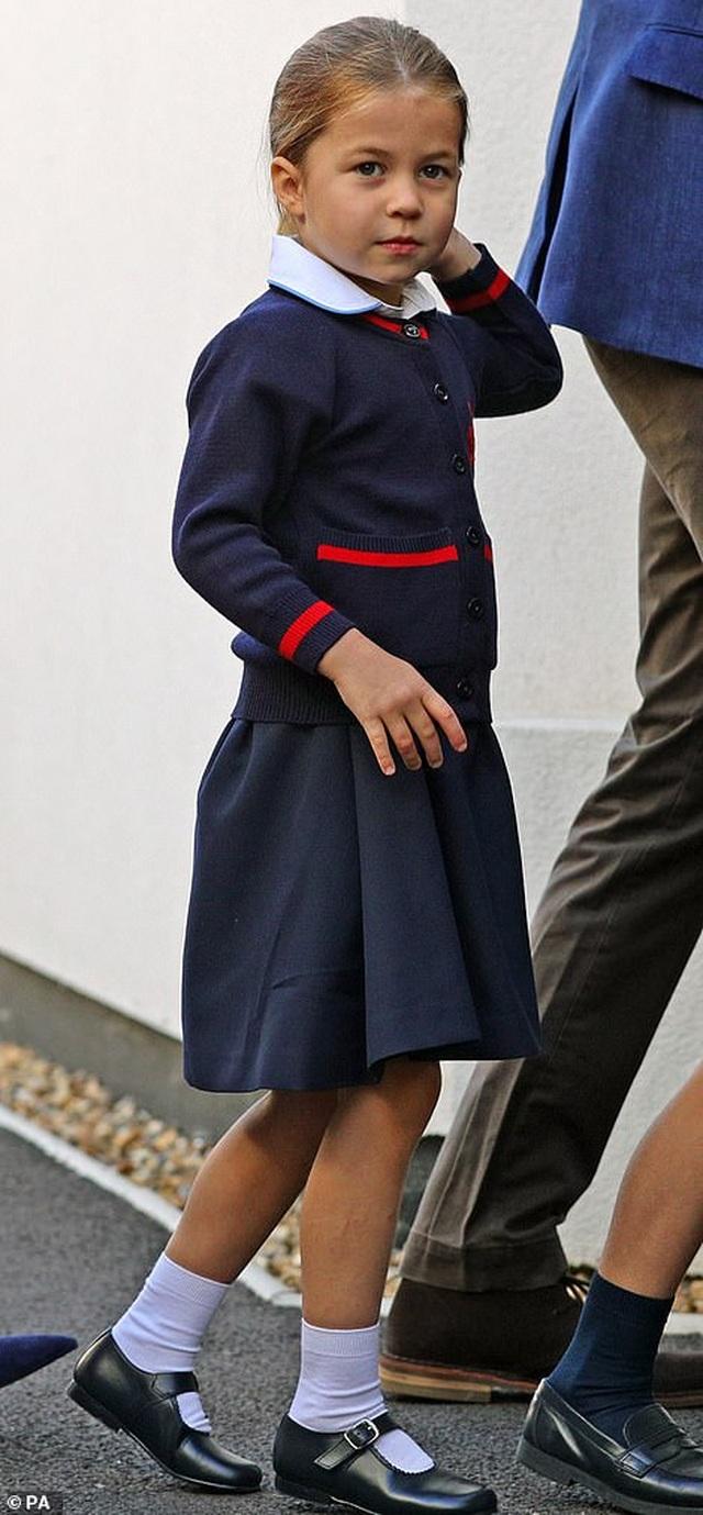 Ngày đầu tiên đi học của Công chúa Anh - 7
