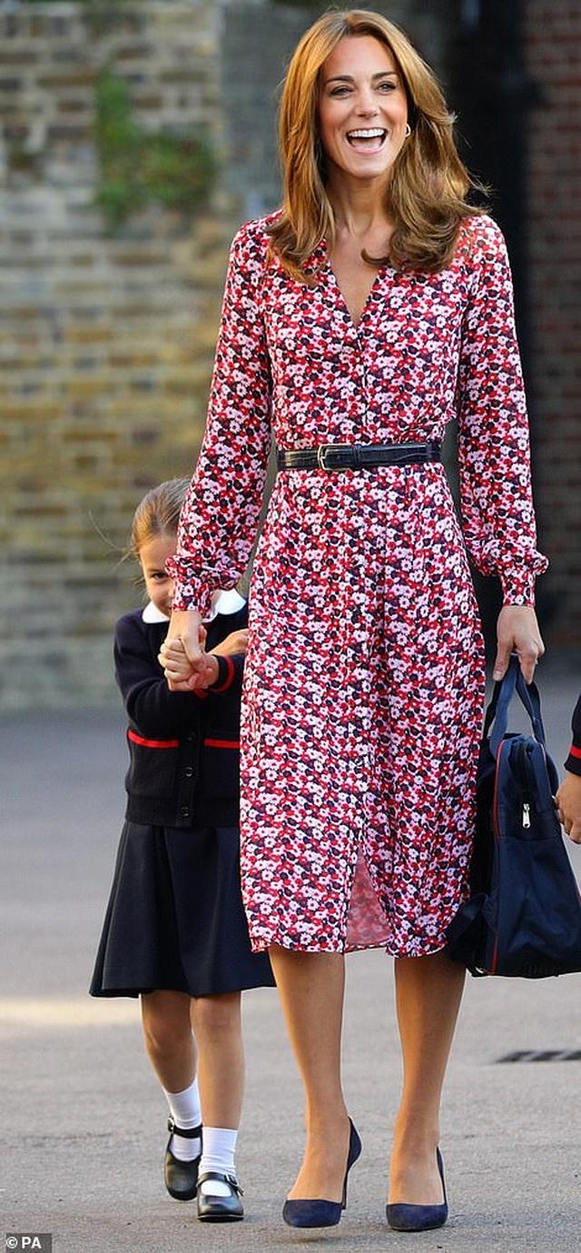 Ngày đầu tiên đi học của Công chúa Anh - 3