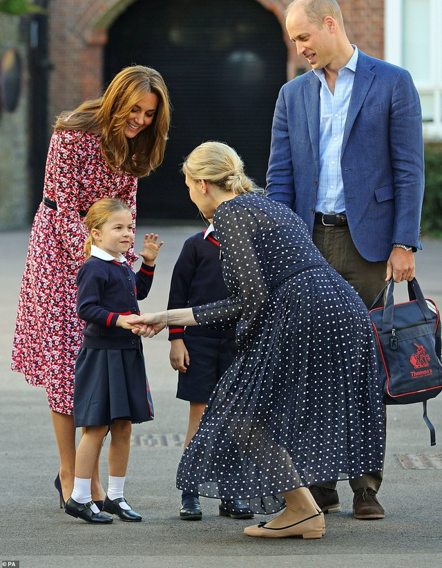 Ngày đầu tiên đi học của Công chúa Anh - 11
