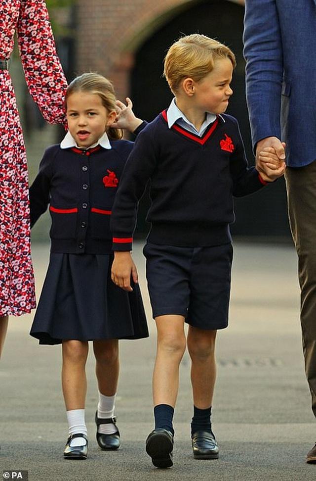 Ngày đầu tiên đi học của Công chúa Anh - 8