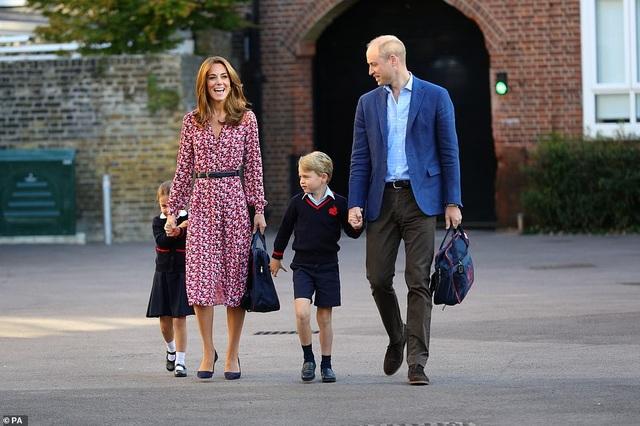 Ngày đầu tiên đi học của Công chúa Anh - 4