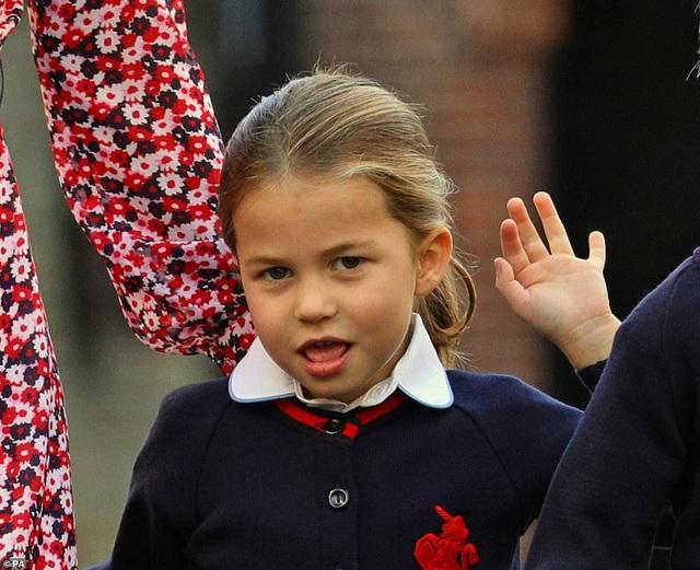 Ngày đầu tiên đi học của Công chúa Anh - 6