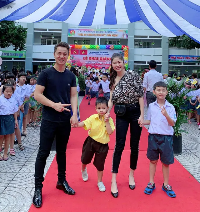 Sao Việt đưa con đến trường ngày khai giảng - 4