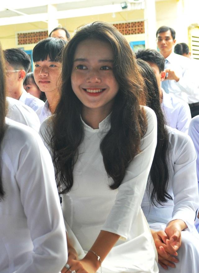Nét đẹp trong veo của nữ sinh ngôi trường đón chào Chủ tịch quốc hội ngày khai giảng - 4