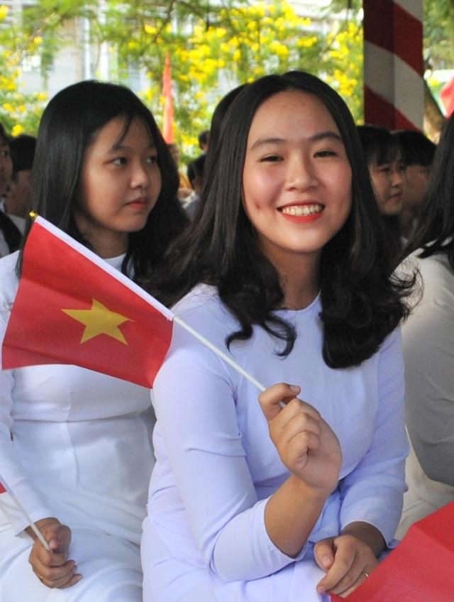 Nét đẹp trong veo của nữ sinh ngôi trường đón chào Chủ tịch quốc hội ngày khai giảng - 8