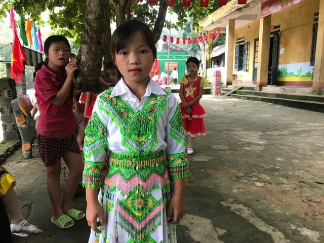 Đáng yêu trẻ vùng cao trong ngày khai giảng năm học mới - 9