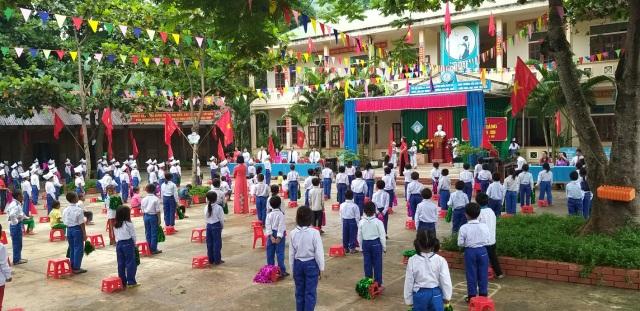 Không khí khai giảng khắp xứ Nghệ: Miền xuôi mưa, biên giới nắng ráo - 7