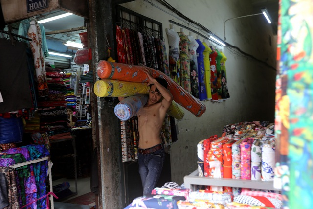 Ghé thăm con đường tơ lụa lâu đời nhất Sài Gòn - 9
