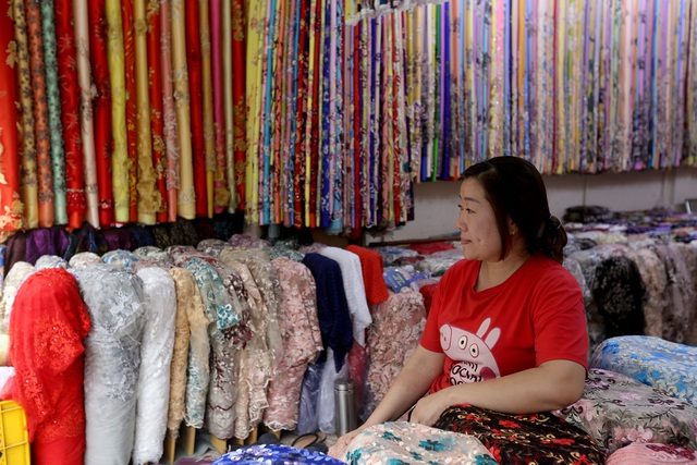 Ghé thăm con đường tơ lụa lâu đời nhất Sài Gòn - 3